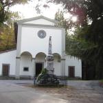 La chiesa di San Rocco e il monumento ai caduti